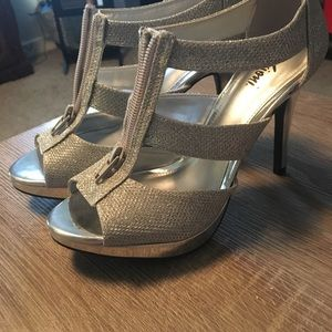 BRAND NEW Fioni Silver Sparkle Heels